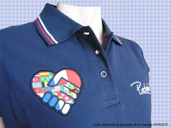 polo-femme-bleu-coeur-buste-2-francais.jpg